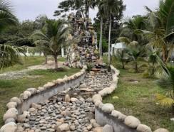 Non bộ thác nước khách ở Đồng Nai