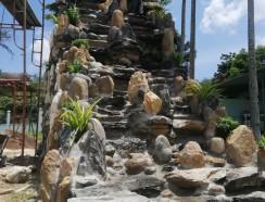 Non bộ thác nước khách ở Long An